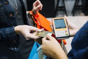 cuanto cobra una personal shopper, personal shopper económica